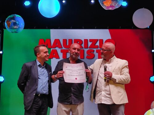 L'attore Maurizio Battista benemerito dell'Accademia